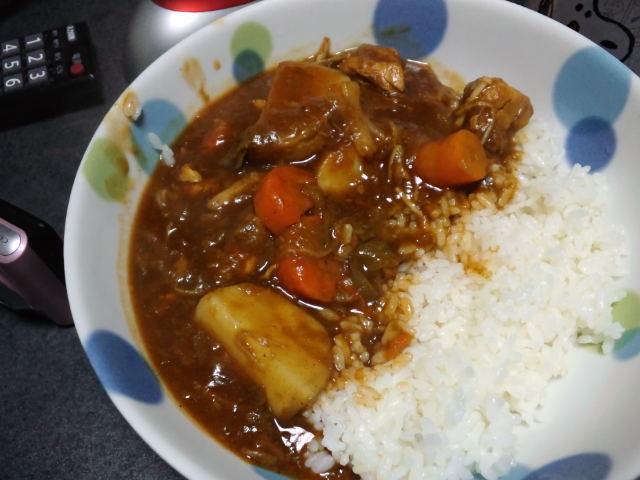 夕飯。ハヤシライス作ってみた。