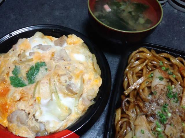 夕飯。親子丼と焼きうどん。♪五郎〜