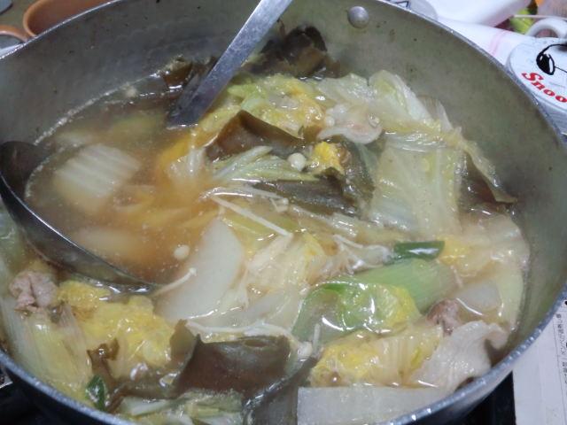 夕飯。一人鍋にゅっと