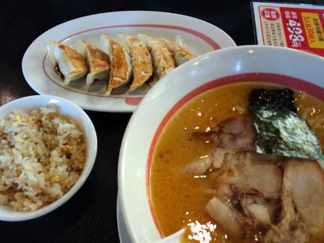 昼飯〜味噌ラーメンセット