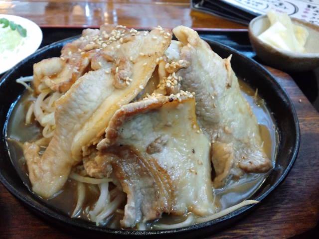昼食。モスラのたまごという料理だそうな(^^;)