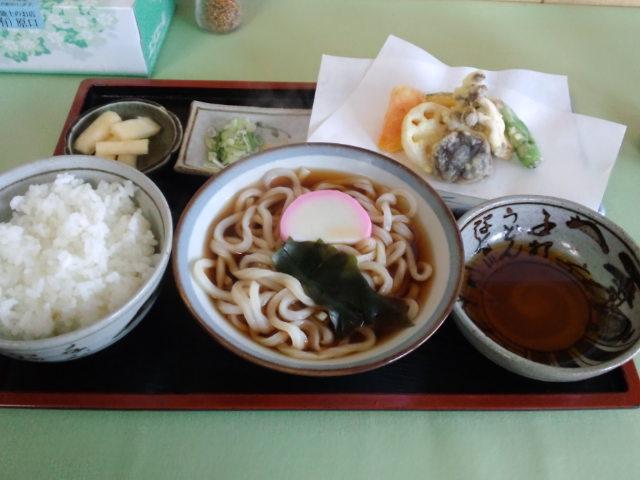 昼食。うどん定食