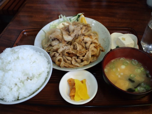 昼飯。焼き肉定食大盛