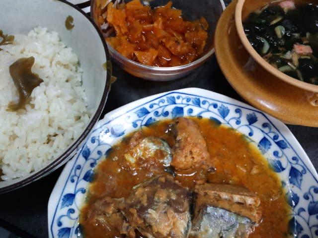 昼飯〜。鯖味噌と昆布ご飯