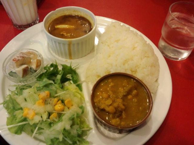 昼食。ベンガルのランチプレート