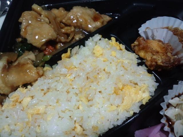 夕飯。生姜焼きチャーハン弁当