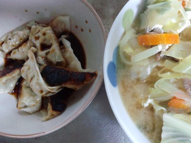 昼食。また餃子。香醋が使いたくて(^^;)