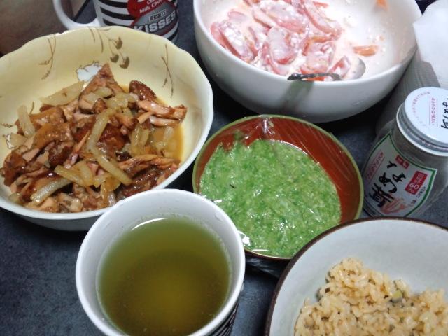夕食。手羽先の焼き浸しとトマトサラダ