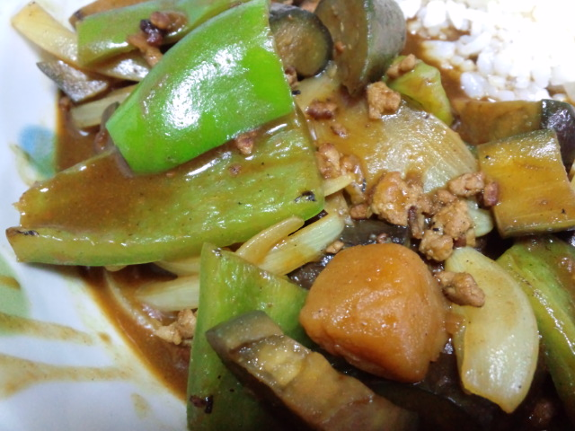 昼食。手抜き夏野菜カレー