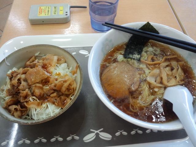 昼食にゃ〜