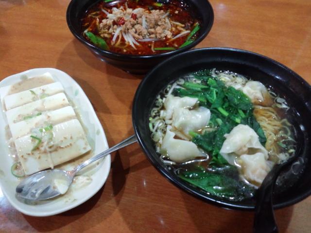 夕飯。ワンタンメンと豆腐