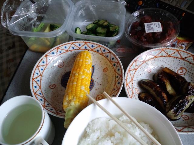 地元産野菜の昼食。