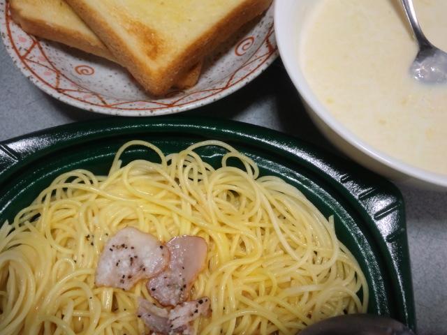 昼食。コーンスープだけ作った