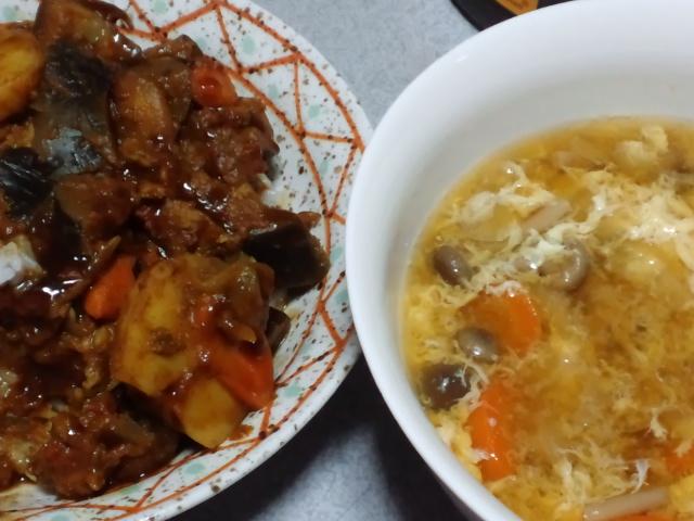 夕食。カレーとスープ