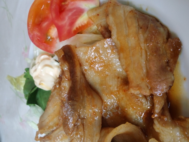 昼食。ルヴァの生姜焼き定食